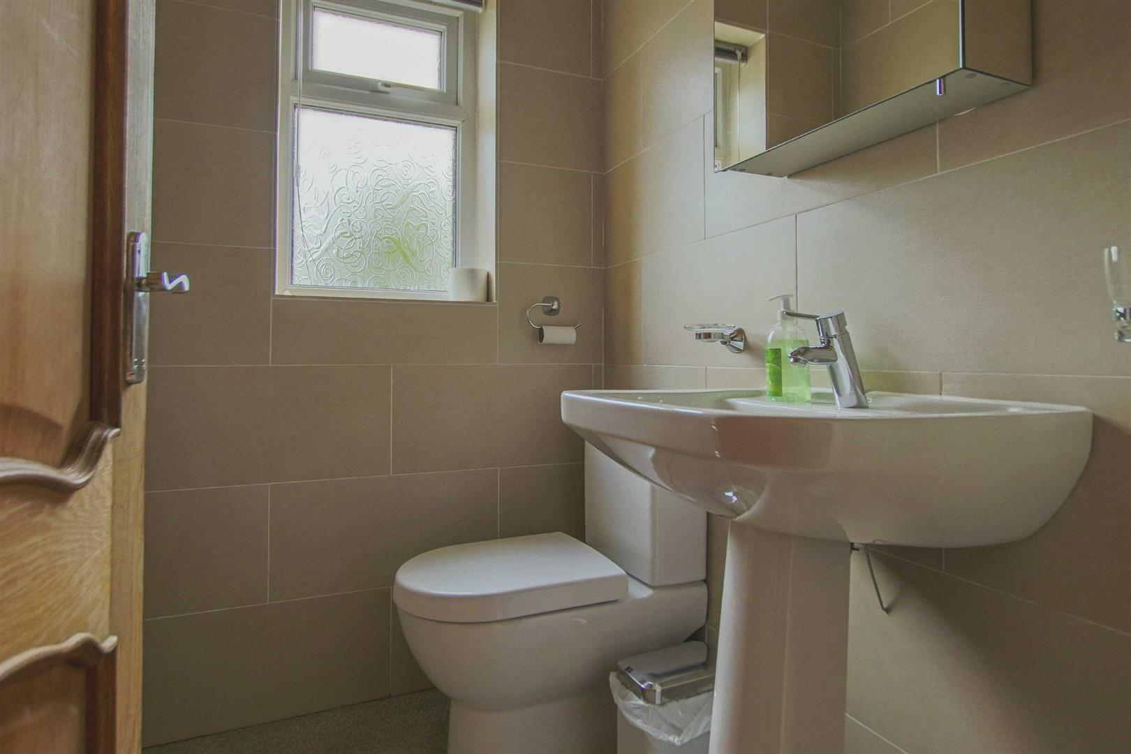 5 Bedroom Detached Bungalow For Sale - Image 42